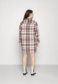 Missguided Plus - OVERSIZED SHIRT DRESS BRUSHED CHECK - Skjortekjole - pink - 2