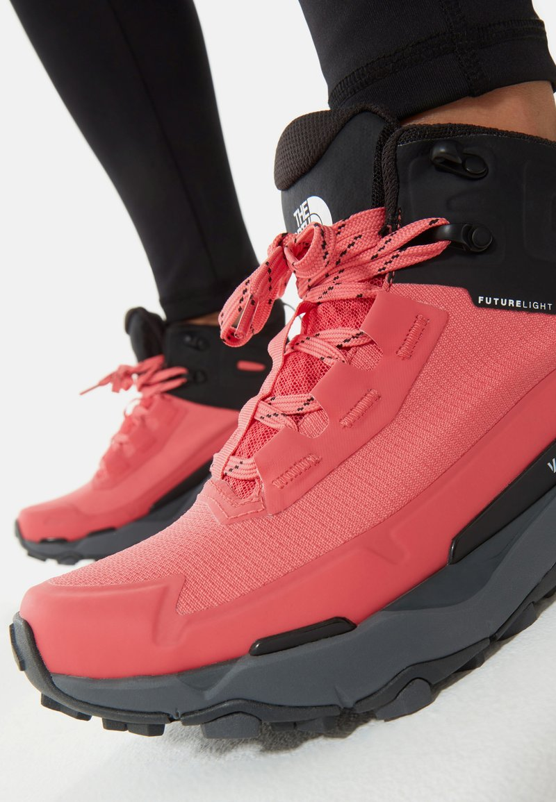 The North Face - W VECTIV EXPLORIS MID FUTURELIGHT - Hiking shoes - fiesta red/tnf black