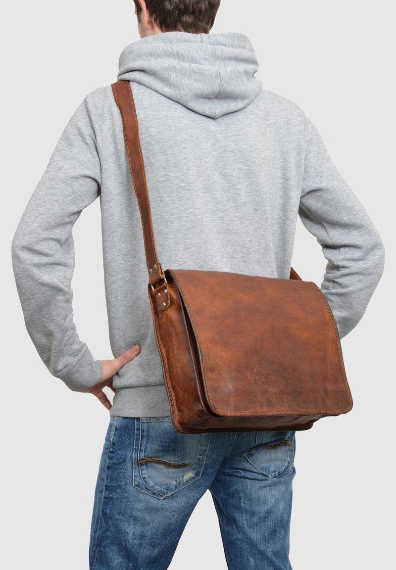 Gusti Leder - Across body bag - brown