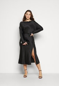 Glamorous Curve - MIDAXI DRESS WITH LONG SLEEVES COWL NECK FRONT AND BACK TIE - Cocktail dress / Party dress - black - 1