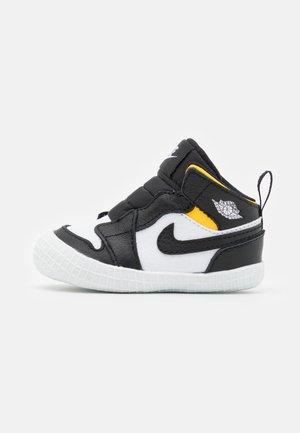 1 CRIB UNISEX - Chaussures d'entraînement et de fitness - black/white