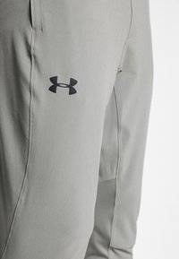 Under Armour - HYBRID - Tracksuit bottoms - gravity green/black - 5