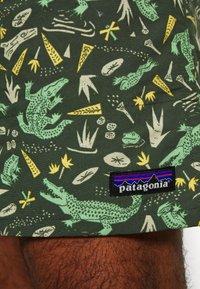 Patagonia - BAGGIES LONGS - Sports shorts - kale green - 5