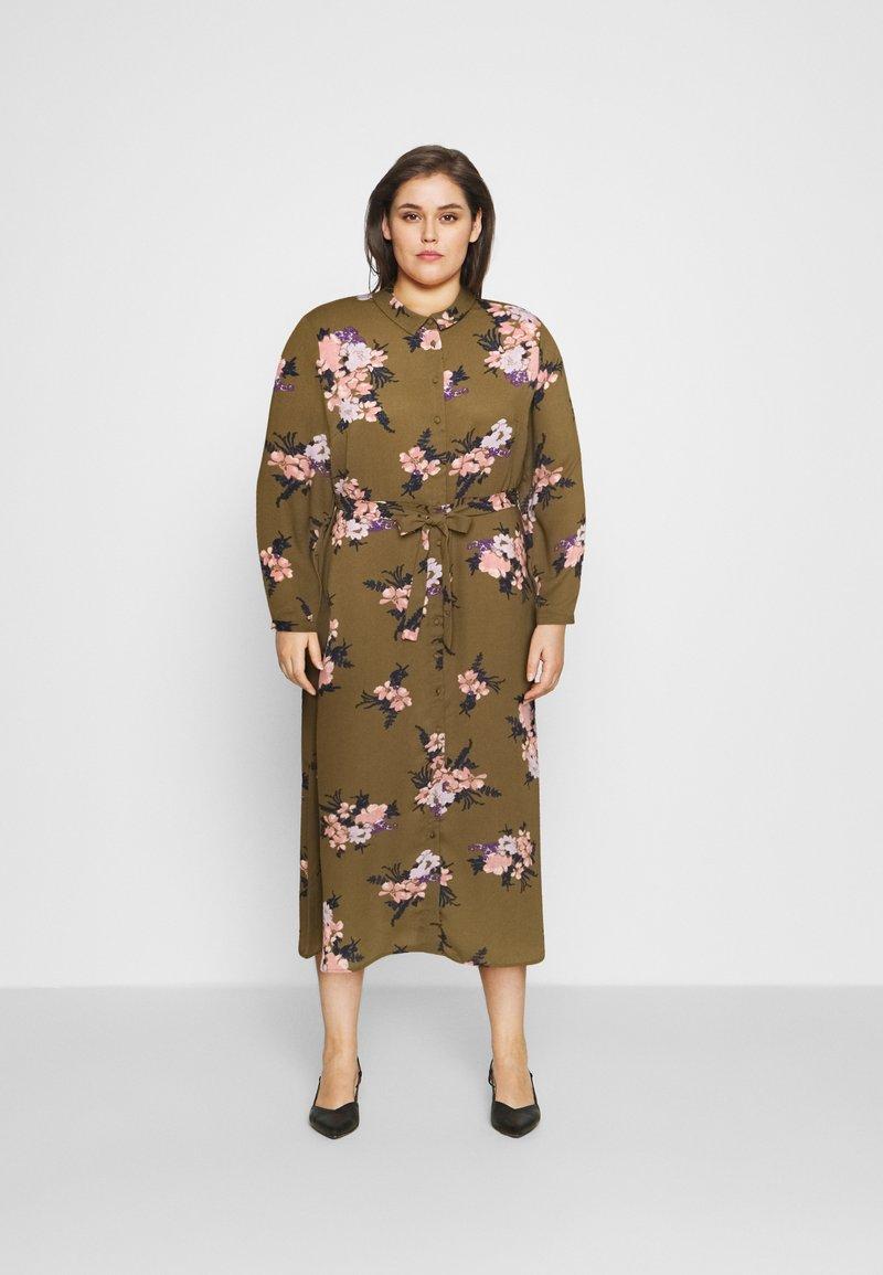 Vero Moda Curve - VMNEWALLIE  - Shirt dress - beech/newallie