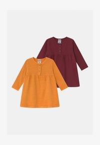 Cotton On - KARMEN 2 PACK  - Žerzejové šaty - noir grape/burnt squash - 0