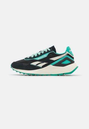 CL LEGACY AZ - Sneakersy niskie - core black/alabaster/future teal