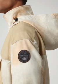 Napapijri - SKIDOO AIRBRUSH CAMO - Summer jacket - beige camou - 5