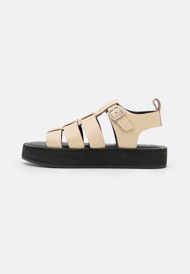 GEEK SHOE OPEN TOE - Korkeakorkoiset sandaalit - bone