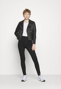 Vero Moda - VMJOY  - Jeans Skinny Fit - black denim - 1