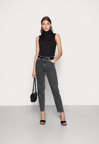 Calvin Klein Jeans - MOM JEAN - Slim fit jeans - grey - 1
