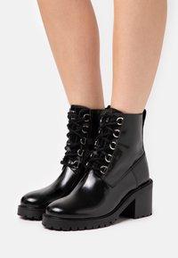 maje - Lace-up ankle boots - noir - 0