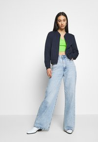 ONLY - ONLMYNTHE JOYCE - Sweater met rits - navy blazer - 1