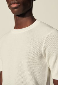 sandro - GIORGIO - Basic T-shirt - ecru - 4