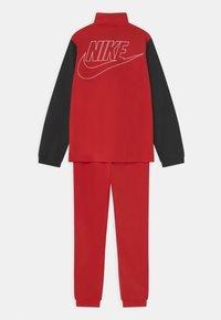 Nike Sportswear - TRACKSUIT SET UNISEX - Treningsdress - university red/black/white - 1