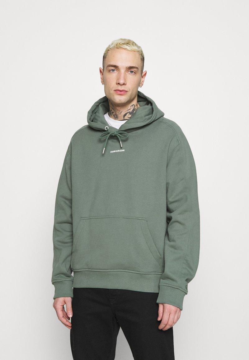 Calvin Klein Jeans - MICRO BRANDING  - Luvtröja - duck green