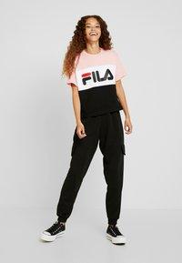 Fila Petite - ALLISON TEE - Print T-shirt - black/pink/bright white - 1