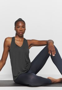 Filippa K - TWIST LAYER TANK - Topper - coal - 1