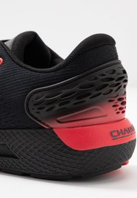 Under Armour - CHARGED  - Zapatillas de running neutras - black/versa red - 5
