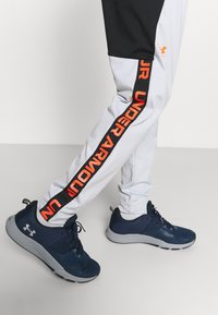 Under Armour - FASHION TRACK PANT - Tracksuit bottoms - grey - 5
