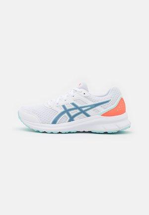 JOLT 3 - Neutral running shoes - white/grey floss
