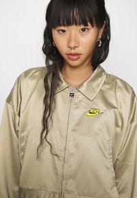 Nike Sportswear - W NSW ICN CLSH LNG JKT SATIN - Veste légère - mystic stone - 6