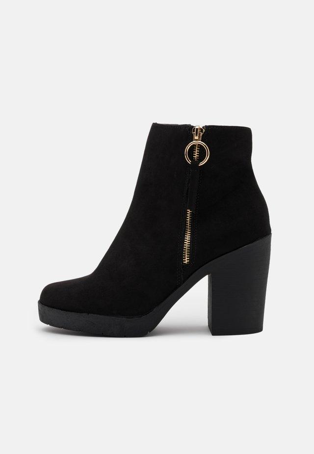 ABBY CHUNKY BOOT - Kotníková obuv na vysokém podpatku - black