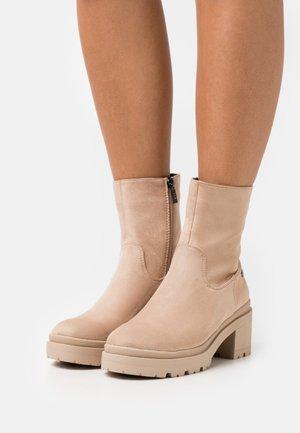 Platform ankle boots - beige