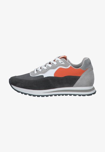 Trainers - grey comb