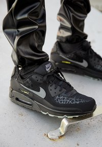 Nike Sportswear - AIR MAX 90 UNISEX - Trainers - black/smoke grey/limelight - 2