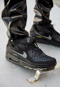 Nike Sportswear - AIR MAX 90 UNISEX - Baskets basses - black/smoke grey/limelight - 2