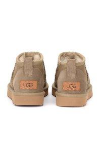UGG - Boots à talons - marrone - 3