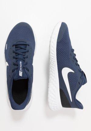 REVOLUTION 5 UNISEX - Neutral running shoes - midnight navy/white/black