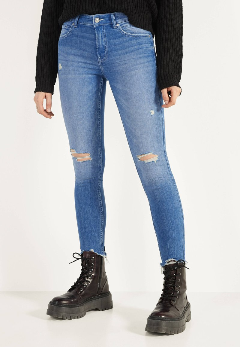 Bershka - Jeans Skinny Fit - blue-black denim