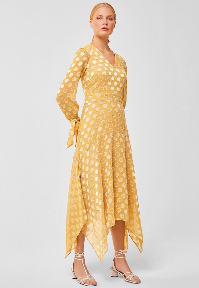 MIT PUNKTEN - Maxi dress - honey