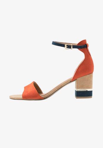 Sandals - terracotta