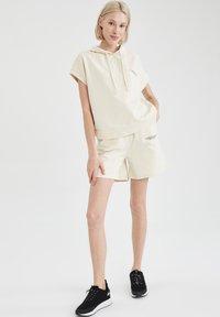 DeFacto - Shorts - ecru - 1
