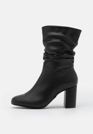EXISTANCE - Støvletter - black