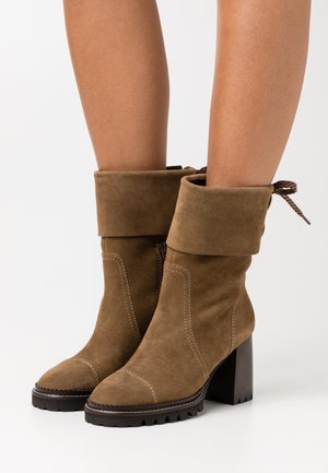 High heeled ankle boots - terra