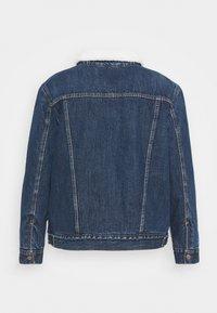 Levi's® Plus - TRUCKER - Denim jacket - blue denim - 7