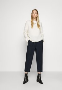 Tommy Hilfiger - ICON TAPERED - Trousers - desert sky - 1