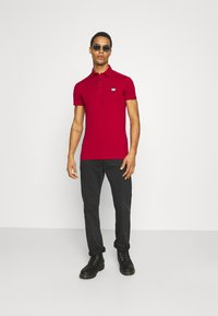 Antony Morato - PLATE ON FRONT - Polo shirt - rosso - 1