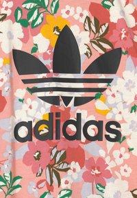 adidas Originals - SST SET HER LONDON ALL OVER PRINT PRIMEGREEN ORIGINALS TRACKSUIT - T-shirt print - trace pink/black/hazy rose/cream white - 3