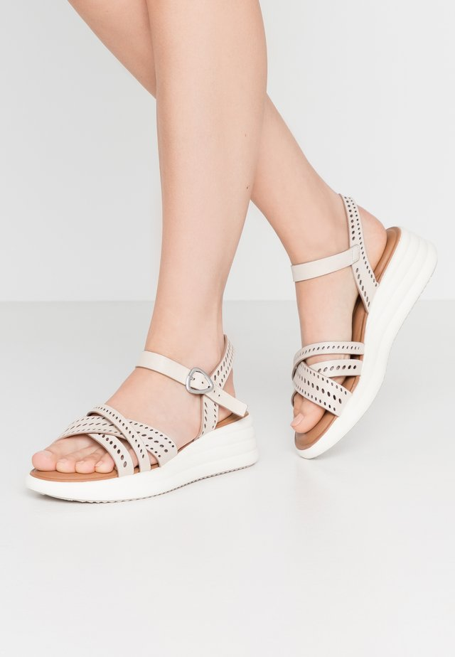 Sandalen met plateauzool - cream