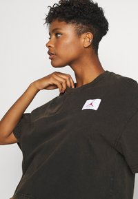 Jordan - ESSENTIAL BOXY TEE - Print T-shirt - black - 3