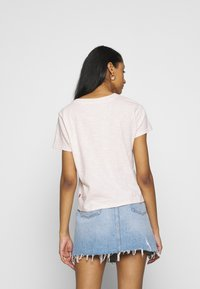 Levi's® - GRAPHIC SURF TEE - T-shirts print - script peach blush - 2