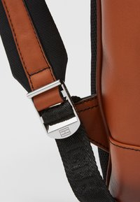 Tommy Hilfiger - CASUAL BACKPACK - Reppu - brown - 6