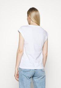 edc by Esprit - CORE EMBRO - Print T-shirt - white - 2