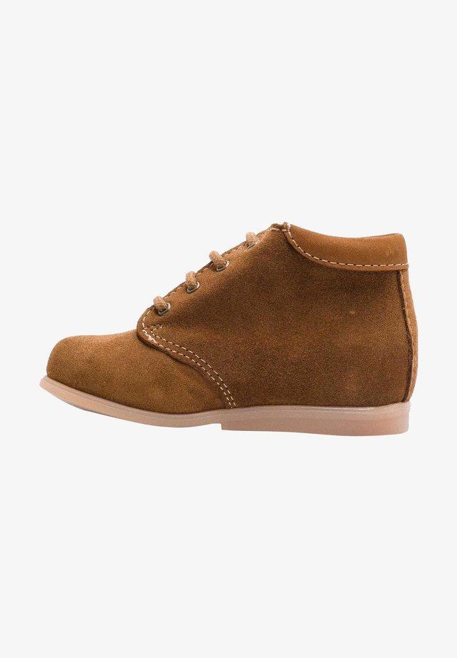 Chaussures premiers pas - daim marron