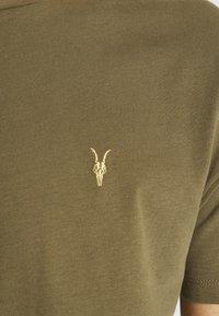 AllSaints - BRACE CREW - Basic T-shirt - saguaro green - 5