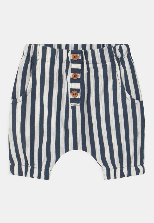 HALVOR - Shorts - blue moon